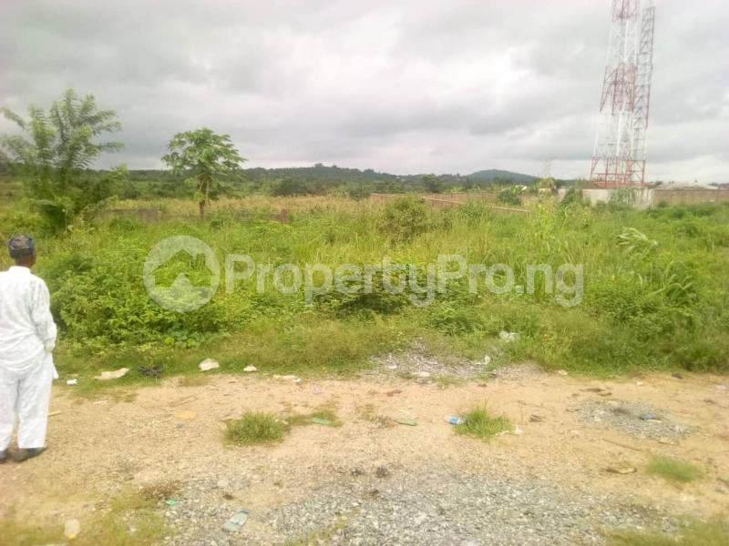 Commercial Land Land for sale Ibadan to Lagos express way  Ibadan Oyo - 5