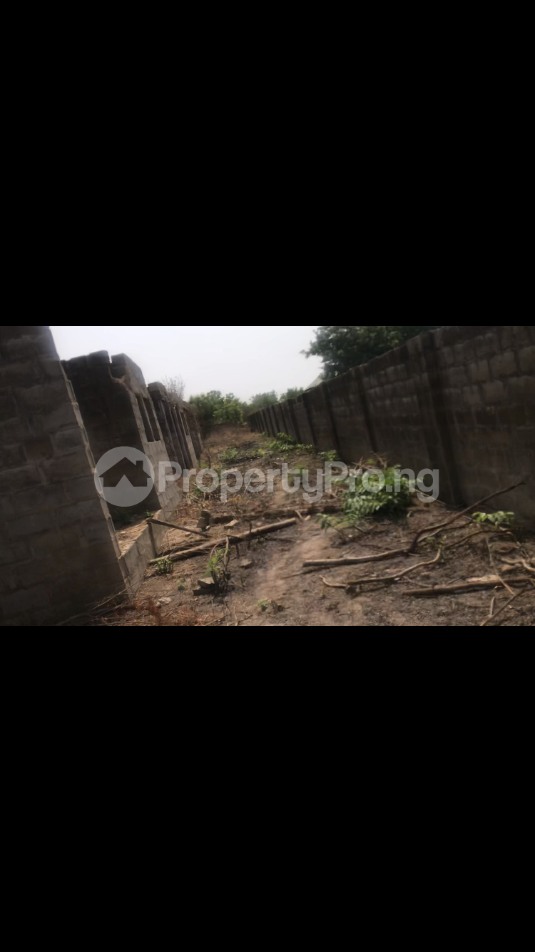 10 bedroom Hotel/Guest House for sale Along Safari Road Behind Sequence Club Moro Kwara - 4