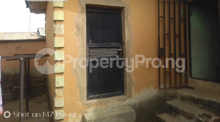 2 bedroom Detached Bungalow House for sale After a small market at Aso road Karu Nassarawa - 2