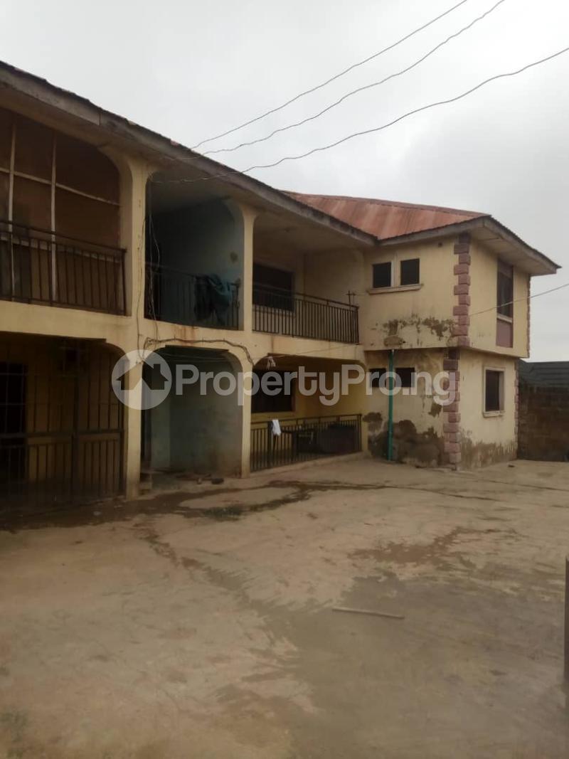 2 bedroom Blocks of Flats House for sale Behind green spring hotel old ife road. Agodi Ibadan Oyo - 0