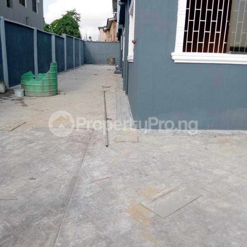 3 bedroom Flat / Apartment for rent Off Aiyelegun Road, Bucknor Isolo Lagos - 13