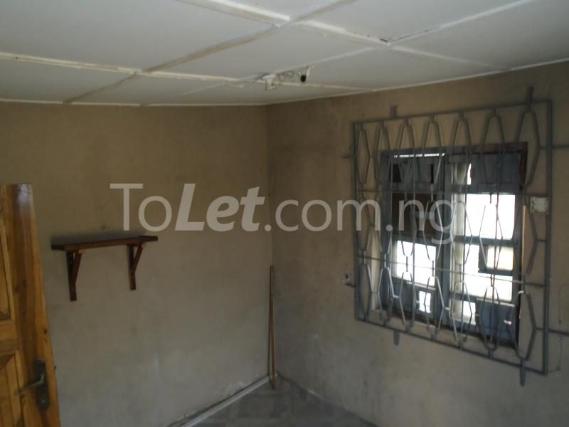 2 bedroom Flat / Apartment for rent off western avenue,By barracks,  Western Avenue Surulere Lagos - 3