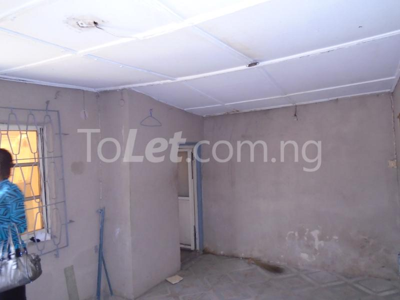 2 bedroom Flat / Apartment for rent off western avenue,By barracks,  Western Avenue Surulere Lagos - 4