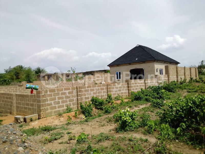 2 bedroom Detached Bungalow House for sale  Owo agbara road off golden estate, Odo ona kekere, Ibadan.  Ibadan Oyo - 7