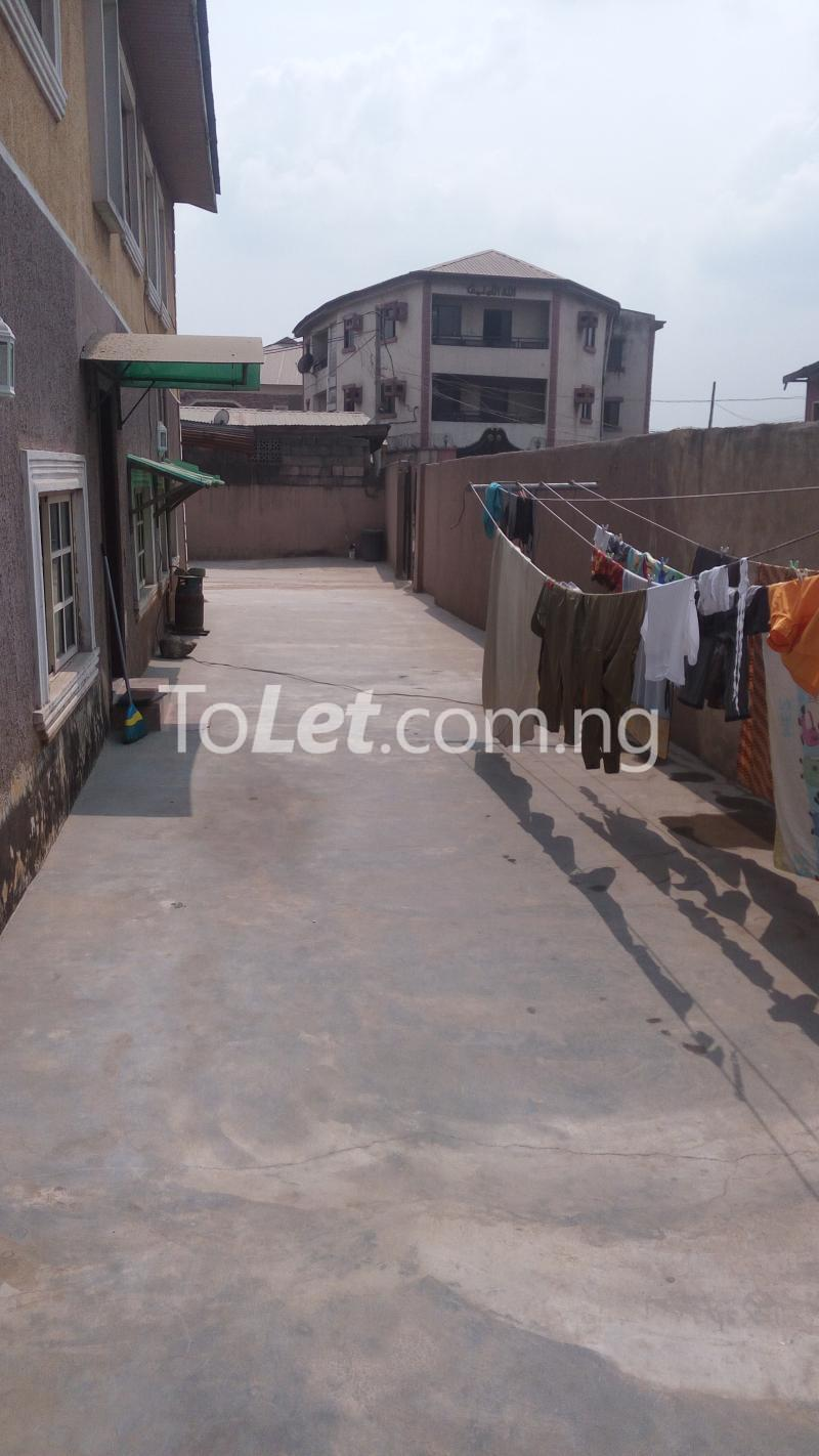 2 bedroom Flat / Apartment for sale Off Bajulaye Road Folagoro  Bariga Shomolu Lagos - 5