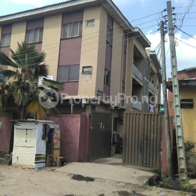 3 bedroom Flat / Apartment for sale Bolaji Omupo street, Off Pedro road Palmgroove Shomolu Lagos - 1