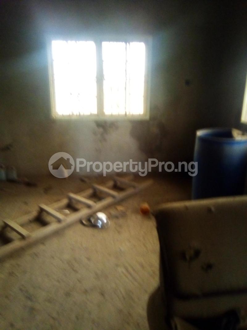 3 bedroom Blocks of Flats House for sale Oke Oko Isawo Road Ikorodu Isawo Ikorodu Lagos - 6