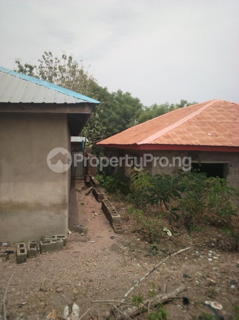 3 bedroom Detached Bungalow House for sale Opposite Baptist Grammar School, Odeyinka Road, Off Peter Power House, Ikire. Irewole Osun - 2