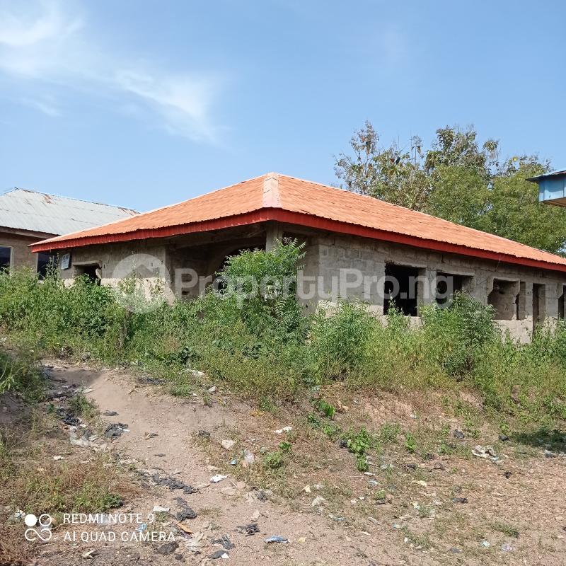 3 bedroom Detached Bungalow House for sale Opposite Baptist Grammar School, Odeyinka Road, Off Peter Power House, Ikire. Irewole Osun - 4