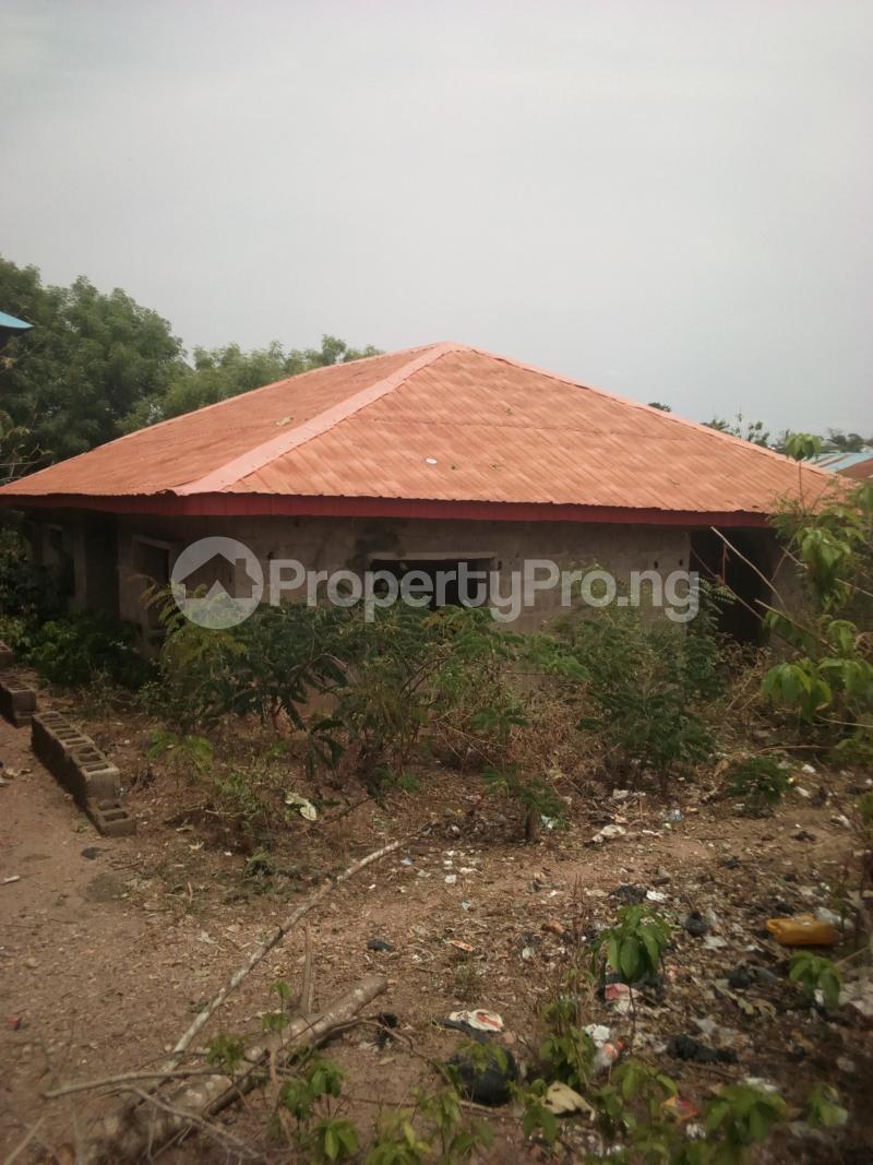 3 bedroom Detached Bungalow House for sale Opposite Baptist Grammar School, Odeyinka Road, Off Peter Power House, Ikire. Irewole Osun - 1