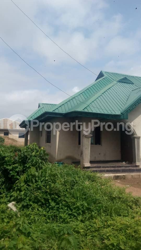 3 bedroom Detached Bungalow House for sale  akingbile area moniya ibadan Akinyele Oyo - 1