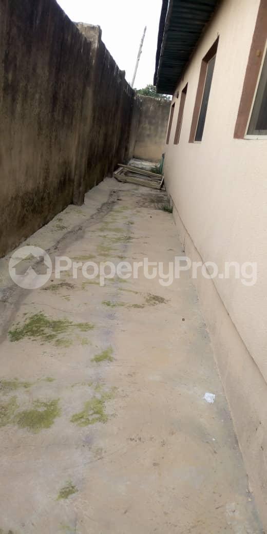 4 bedroom Terraced Bungalow House for sale  behind taas College jiboye area omi Adio ibadan Ido Oyo - 1