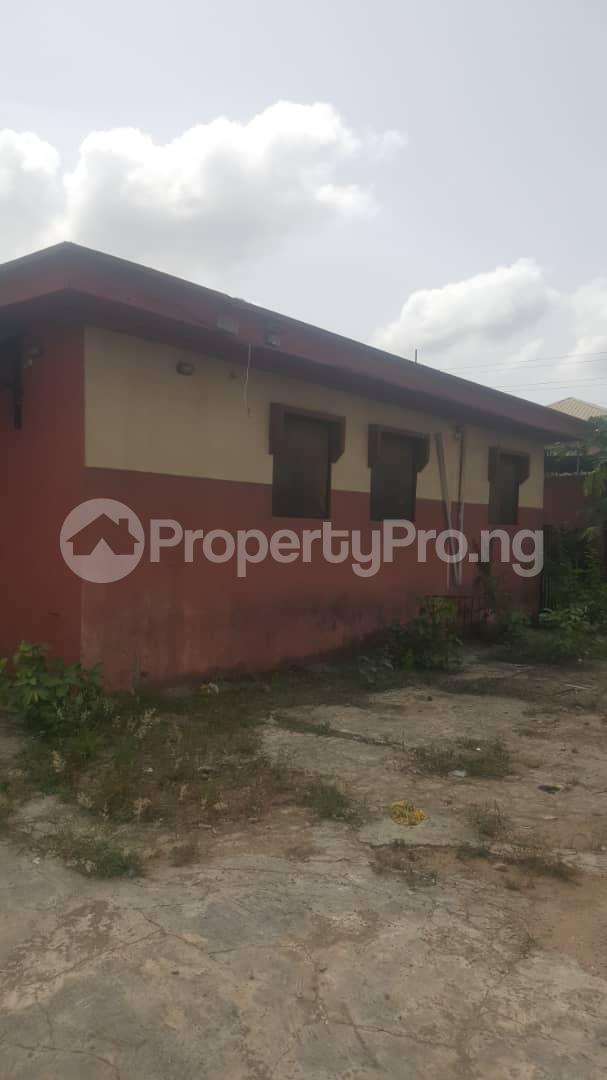 3 bedroom Flat / Apartment for sale Off Ailegun Road Bucknor Isolo Lagos - 1