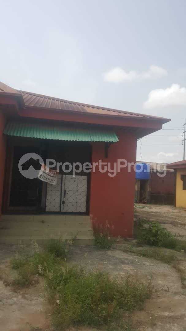 3 bedroom Flat / Apartment for sale Off Ailegun Road Bucknor Isolo Lagos - 2