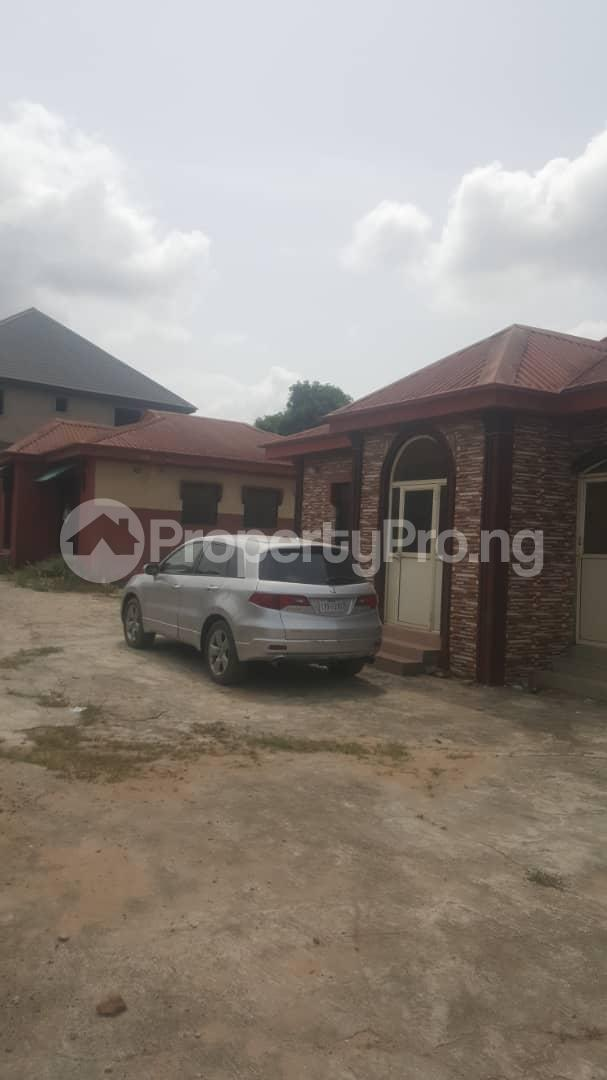 3 bedroom Flat / Apartment for sale Off Ailegun Road Bucknor Isolo Lagos - 4