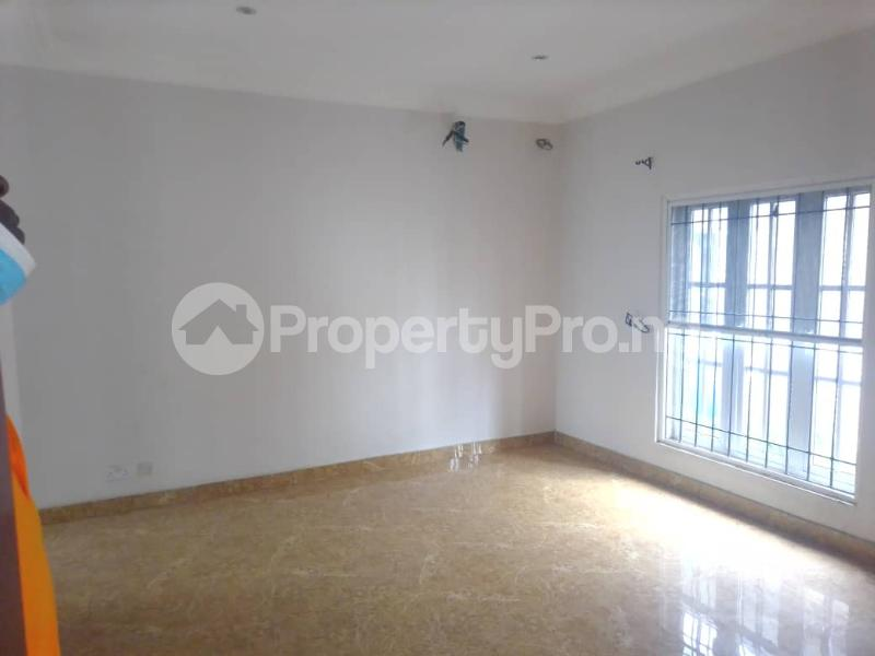3 bedroom Blocks of Flats House for rent Banire str, off fashoro Ojuelegba Surulere Lagos - 2