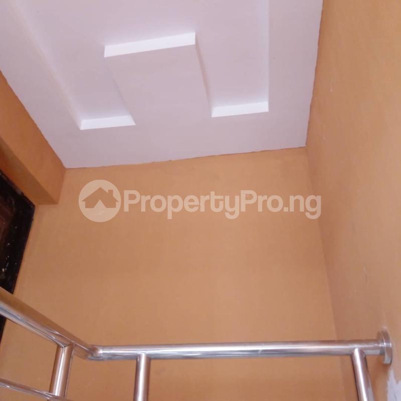 3 bedroom Flat / Apartment for rent Off Aiyelegun Road, Bucknor Isolo Lagos - 5