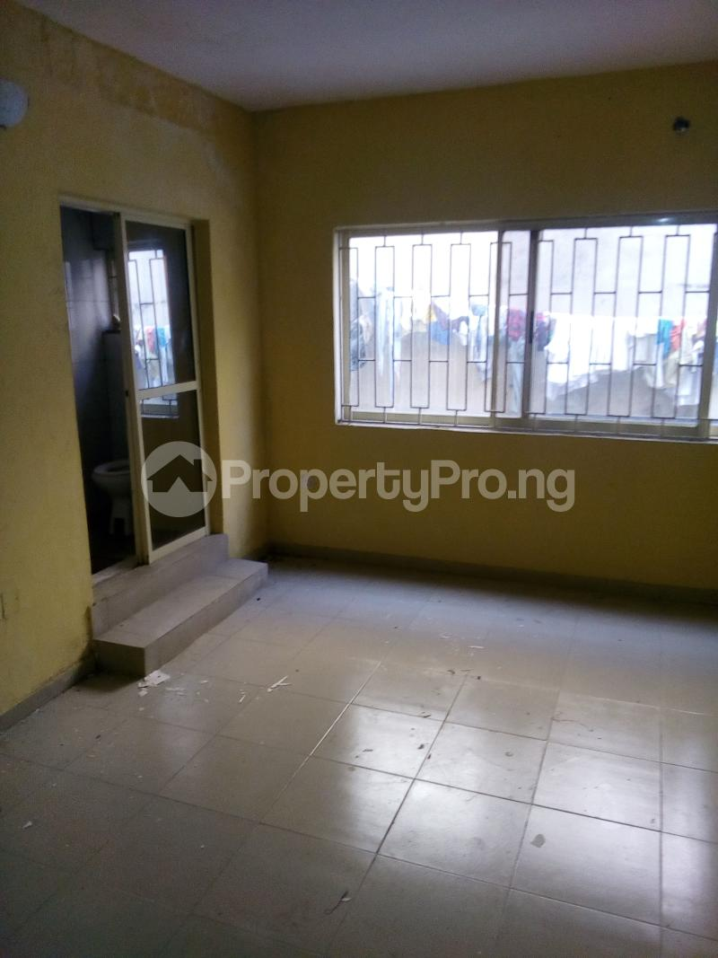 3 bedroom Flat / Apartment for rent . Fola Agoro Yaba Lagos - 3