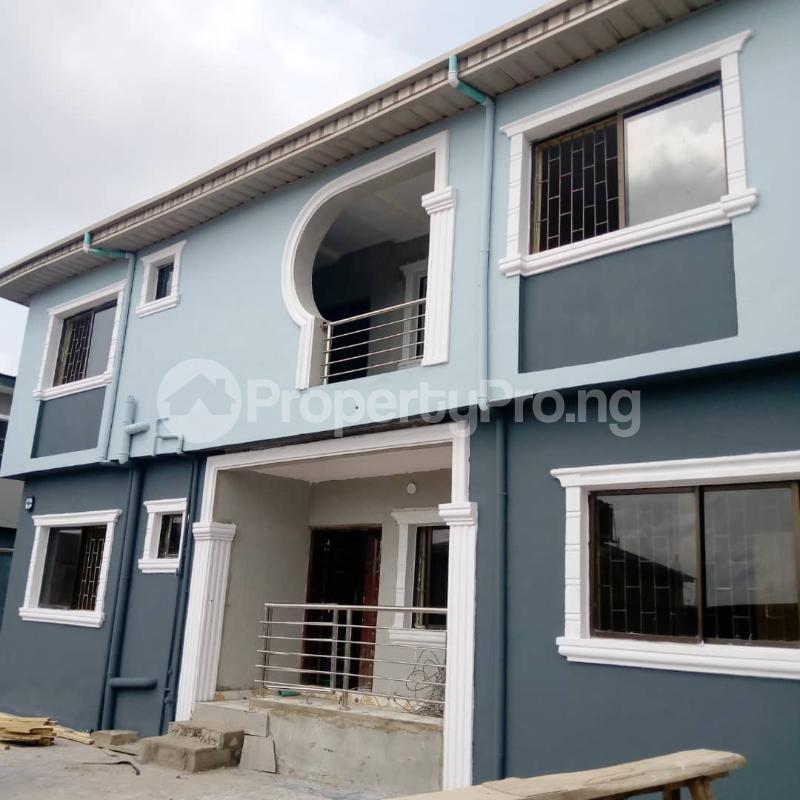 3 bedroom Flat / Apartment for rent Off Aiyelegun Road, Bucknor Isolo Lagos - 2