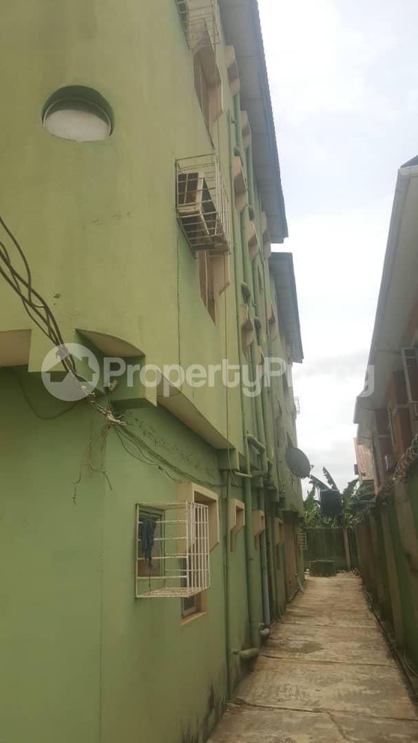 3 bedroom Flat / Apartment for sale Off Ailegun Road Bucknor Isolo Lagos - 12