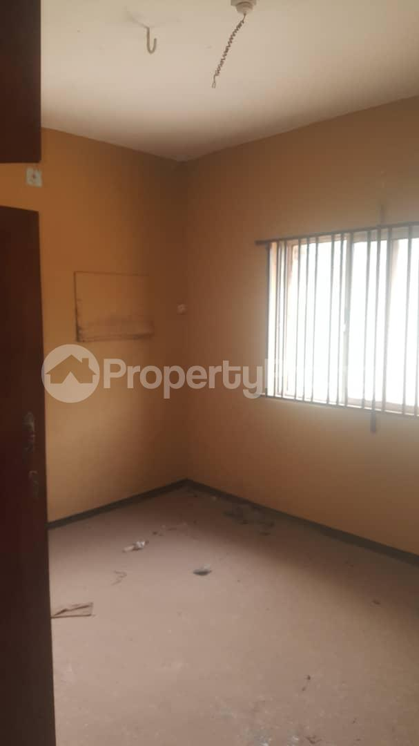 3 bedroom Flat / Apartment for sale Off Ailegun Road Bucknor Isolo Lagos - 10