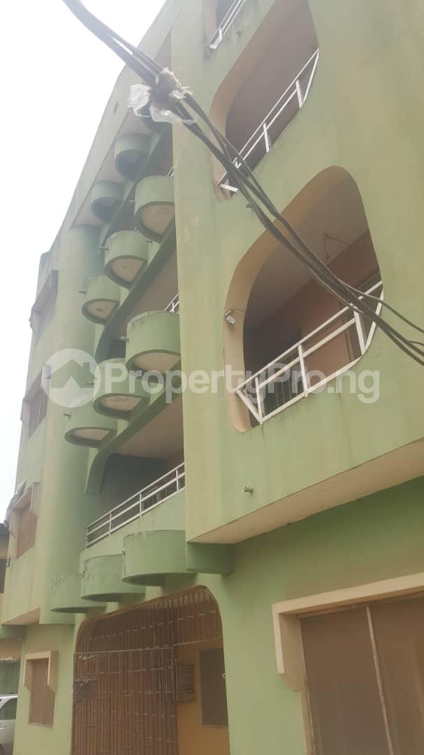 3 bedroom Flat / Apartment for sale Off Ailegun Road Bucknor Isolo Lagos - 3