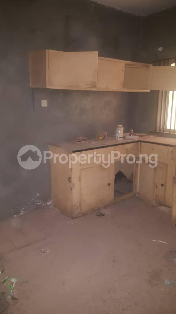 3 bedroom Flat / Apartment for sale Off Ailegun Road Bucknor Isolo Lagos - 7