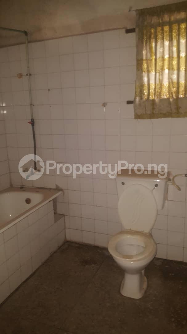 3 bedroom Flat / Apartment for sale Off Ailegun Road Bucknor Isolo Lagos - 6