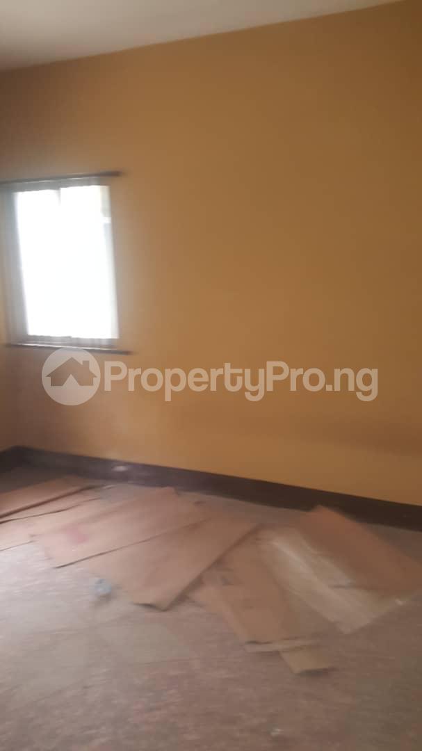 3 bedroom Flat / Apartment for sale Off Ailegun Road Bucknor Isolo Lagos - 9