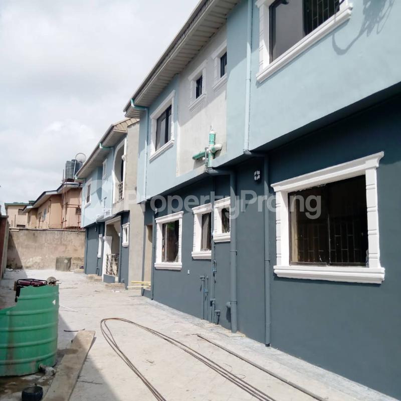 3 bedroom Flat / Apartment for rent Off Aiyelegun Road, Bucknor Isolo Lagos - 0