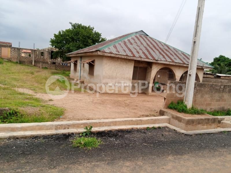 3 bedroom Detached Bungalow for sale Agara Estate, Beside Kaola International School Akala Express Ibadan Oyo - 0