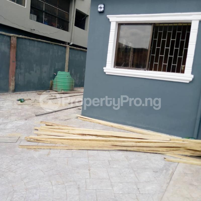 3 bedroom Flat / Apartment for rent Off Aiyelegun Road, Bucknor Isolo Lagos - 3