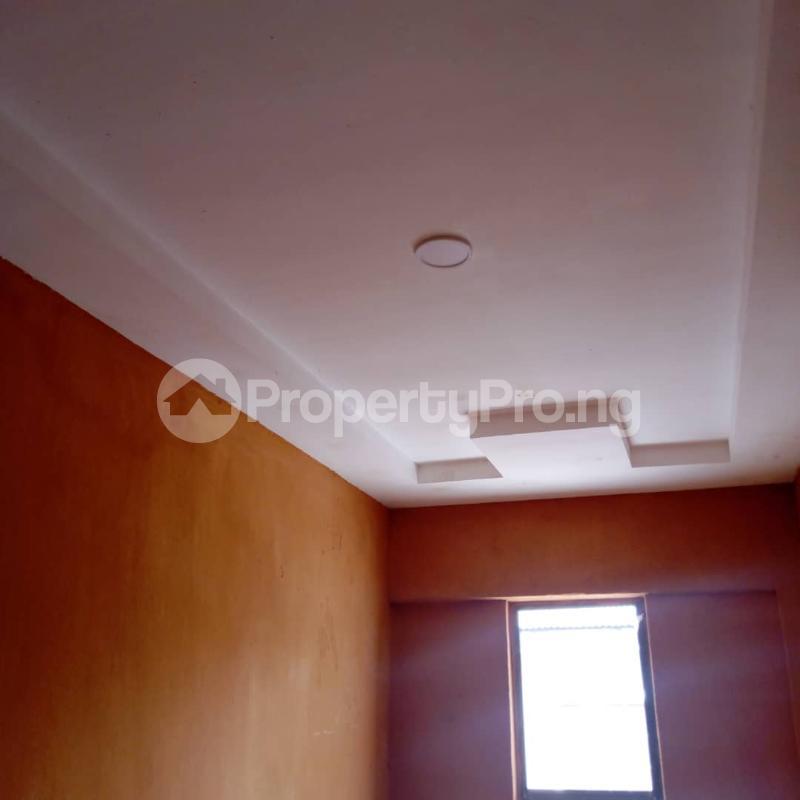 3 bedroom Flat / Apartment for rent Off Aiyelegun Road, Bucknor Isolo Lagos - 4