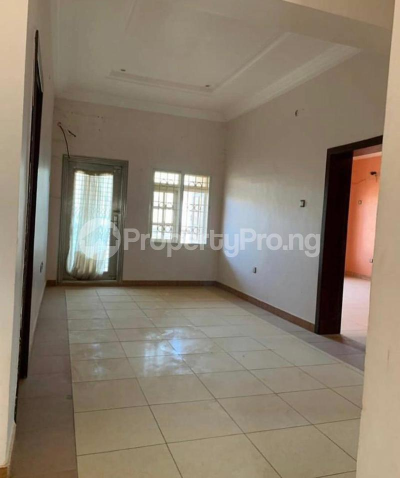 3 bedroom Blocks of Flats House for rent Banire str, off fashoro Ojuelegba Surulere Lagos - 1