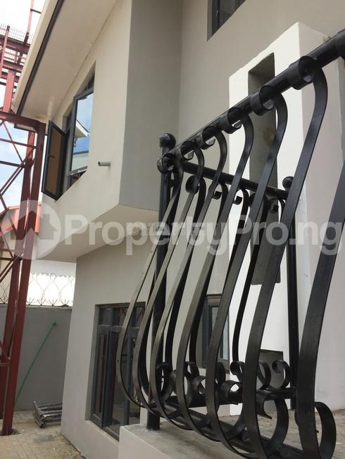 3 bedroom Flat / Apartment for rent estate Adeniyi Jones Ikeja Lagos - 31