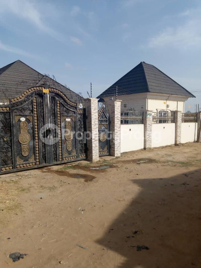 3 bedroom Detached Bungalow House for sale Behind general hospital sabo Chikun Kaduna - 3