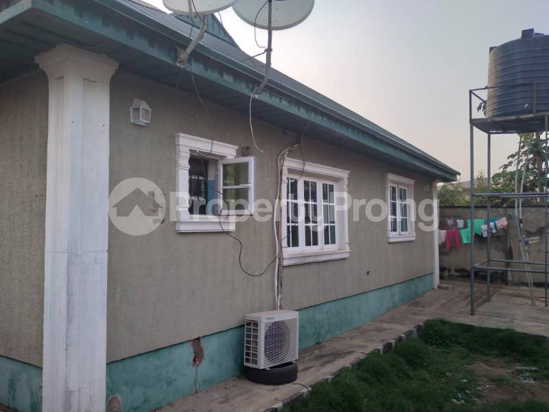 4 bedroom Detached Bungalow House for sale along express akala way tipper garage.  Akala Express Ibadan Oyo - 8