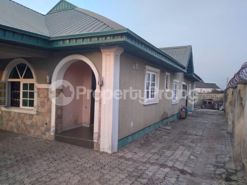 4 bedroom Detached Bungalow House for sale along express akala way tipper garage.  Akala Express Ibadan Oyo - 5