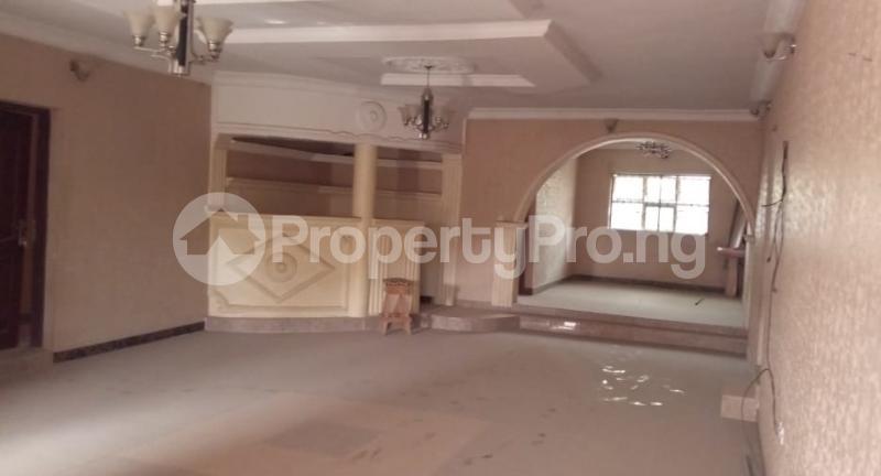 6 bedroom Flat / Apartment for sale  Olodo beside International Dynamic Centre / Hollicks school Egbeda Oyo - 8