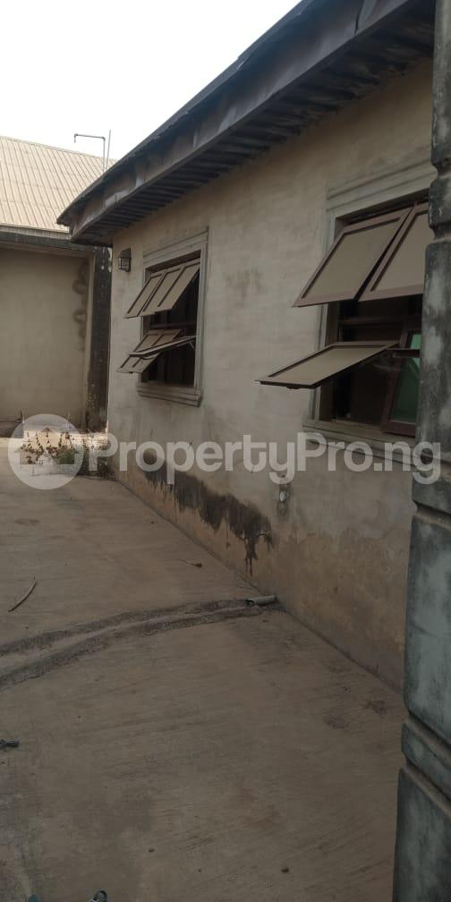 6 bedroom Flat / Apartment for sale  Olodo beside International Dynamic Centre / Hollicks school Egbeda Oyo - 7