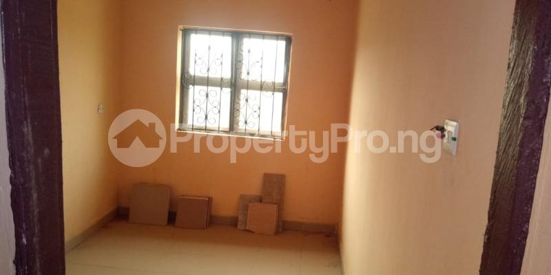 6 bedroom Flat / Apartment for sale  Olodo beside International Dynamic Centre / Hollicks school Egbeda Oyo - 6
