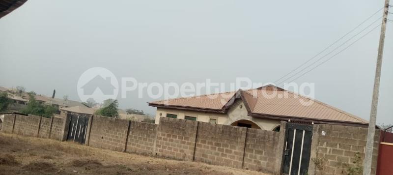 6 bedroom Flat / Apartment for sale  Olodo beside International Dynamic Centre / Hollicks school Egbeda Oyo - 3