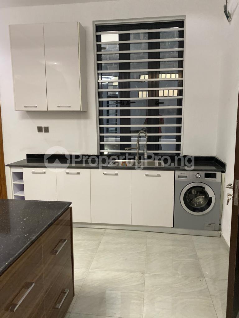 4 bedroom Detached Duplex House for sale Lakeview Estate chevron Lekki Lagos - 14