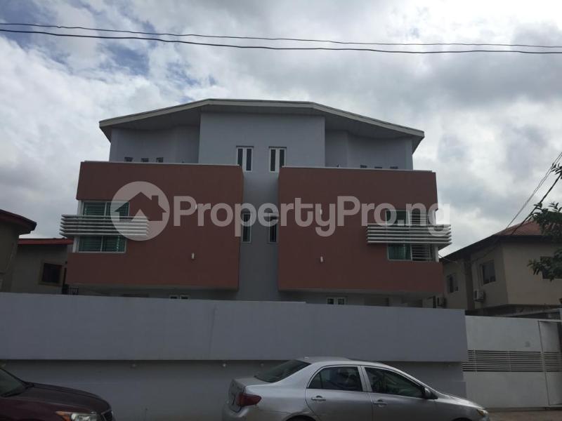 4 bedroom Terraced Duplex for shortlet Ojo Oniyun Close, Magodo Gra Phase 2, Shangisha, Lagos Magodo GRA Phase 2 Kosofe/Ikosi Lagos - 1