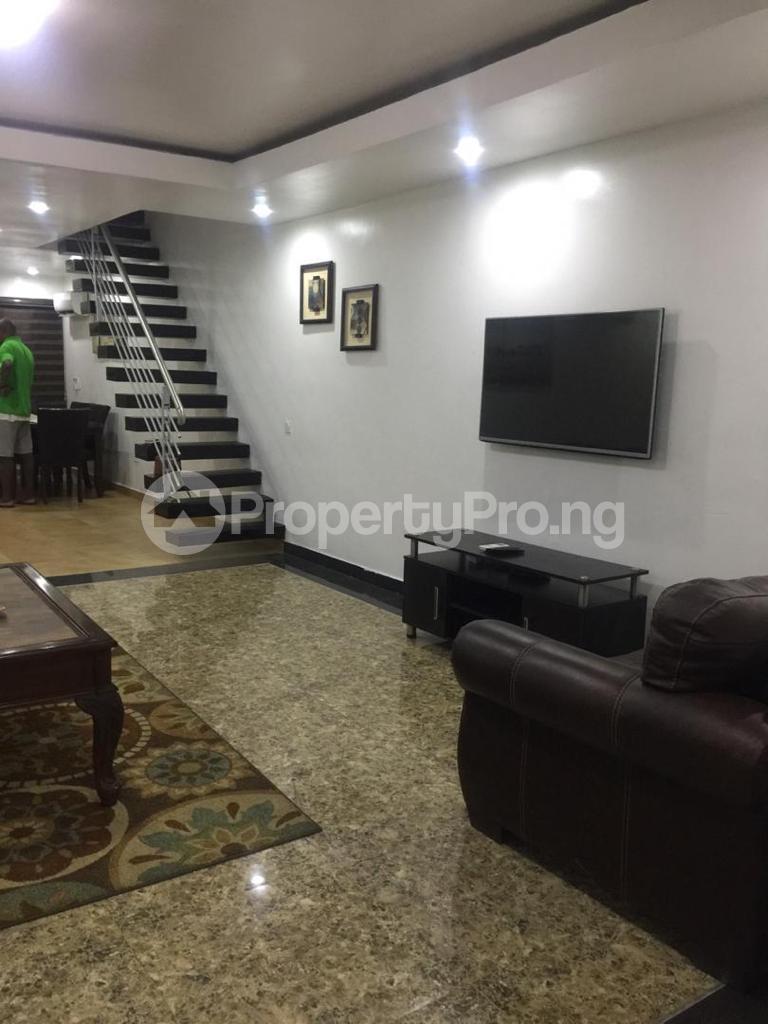 4 bedroom Terraced Duplex for shortlet Ojo Oniyun Close, Magodo Gra Phase 2, Shangisha, Lagos Magodo GRA Phase 2 Kosofe/Ikosi Lagos - 11