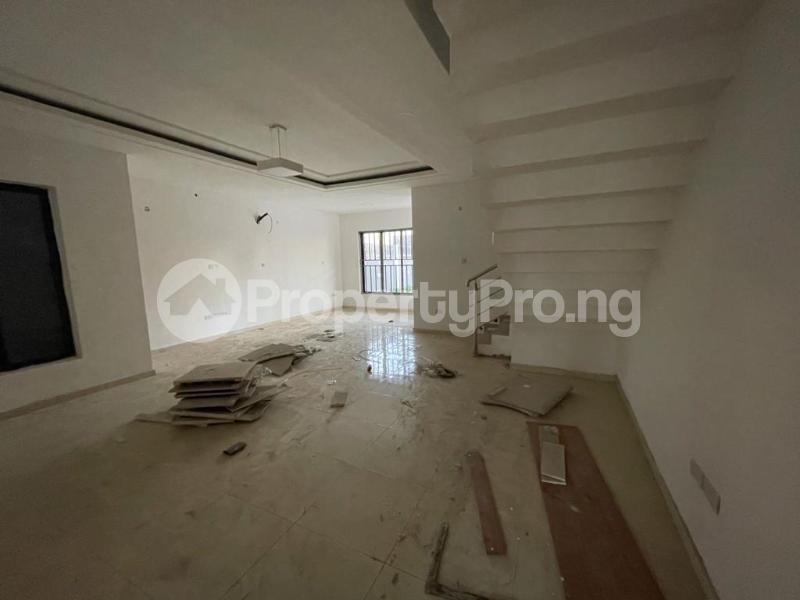 4 bedroom Terraced Duplex House for sale Behind Enyo Filling Station, Chisco Bustop  Ikate Lekki Lagos - 17