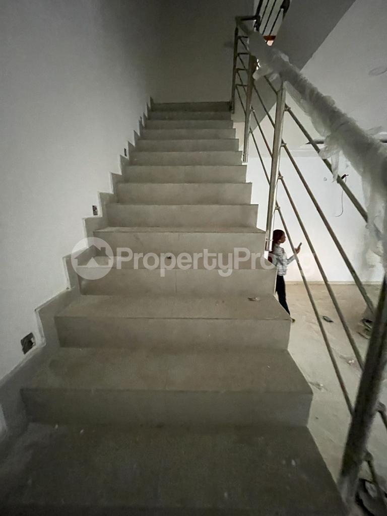 4 bedroom Terraced Duplex House for sale Behind Enyo Filling Station, Chisco Bustop  Ikate Lekki Lagos - 5