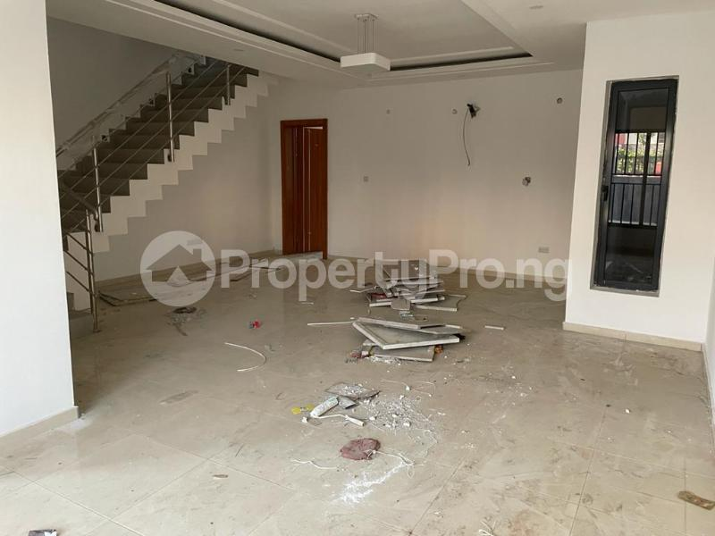 4 bedroom Terraced Duplex House for sale Behind Enyo Filling Station, Chisco Bustop  Ikate Lekki Lagos - 18