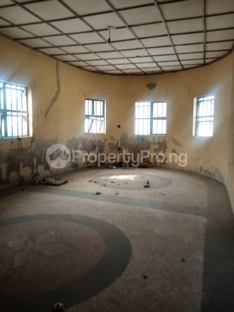 5 bedroom Semi Detached Bungalow House for sale 22,yomi Oshikoya Street Sholebo Estate Ebute Ikorodu Lagos - 10