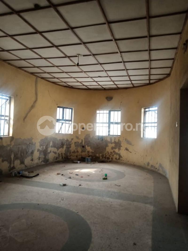 5 bedroom Semi Detached Bungalow House for sale 22,yomi Oshikoya Street Sholebo Estate Ebute Ikorodu Lagos - 7